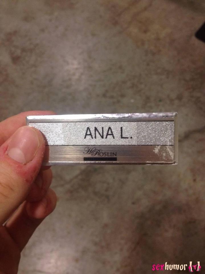 Iemand Ana gezien? Ze is haar naamkaartje verloren